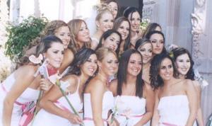 Karla acompañada de sus amigas