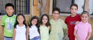 Alexa Nuñez Ruiz, junto a sus amiguitos, quienes asistieron a su fiesta por su cumpleaños