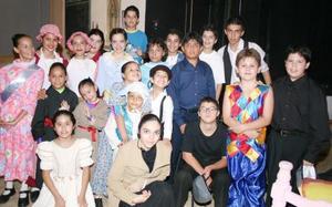 Los cursos de verano del teatro Garibay concluyeron con la obra musical Mary Poppins.