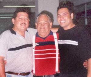 José Luis Rivera Chávez con sus hijos José Ricardo y Francisco Javier.