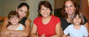 Lorena Samaniego de Corral Miranda Corral, Mary E. de Samaniego, Anabel S. de Muro  y Ana Cristina Muro S.