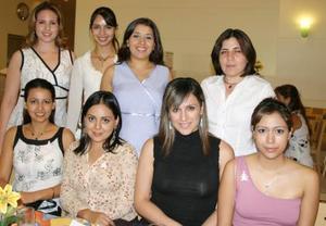 Berenice Valenzuela de Orozco recibió múltiples felicitaciones, en la fiesta de regalos que le prepararon por el cercano nacimiento de su bebé.