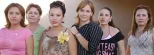 Claudia Susana Robles Gallegos disfrutó de una despedida de soltera acompañada de numerosas amistades en la que recibió sinceras felicitaciones.