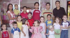 <u><i> 09 de Agosto </u></i><p>´  Victoria Gallegos Sonora acompañada de sus amiguitos, en su fiesta de cumpleaños.