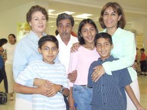 José Santiago, Piedad de Santiago, Polo Vargas, Maria Alvarado, Jéssica Alvarado y Carlos Alvarado viajaron a Los Ángeles.