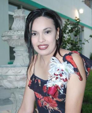 <u><i> 11 de Agosto </u></i><p> Sara Nohemi Rendón Gómez, captada en su despedida de soltera.