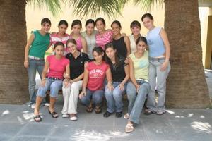 Mariana Chávez Hita fue despedida con un areunión, que le organizó un grupo de amigas por su próximo viaje de estudios a Estados  Unidos.