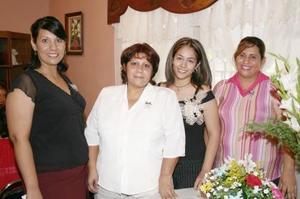 <u><i> 11 de Agosto </u></i><p>  Sanjuana Rocío García Chaboya acompañada de un grupo de amistades que le ofrecieron una fiesta por su futuro enlace matrimonial con Francisco Álvarez Monsiváis.