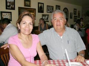 <u><i> 10 Agosto de 2004 </u></i><p> Guadalupe Santelices de Ríos y Delfino Ríos Pérez.
