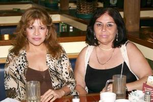 Patricia Flores y Verónica Flores de Jara.