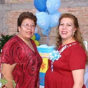 <u><i> 13 de Agosto </i></u><p>  Yolanda Martínez de Enríquez  acompañada  de Anita Fernández ortganizadora de su fiesta de canastilla.