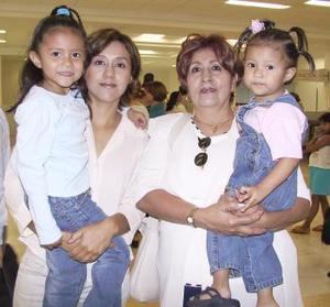 Juanis y Violeta Cantú, Fernanada y Valeria Vázquez viajaron a la Ciudad de México.