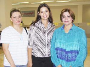 <u><i> 12 de Agosto </u></i><p>   Rebeca y Julieta MArín viajaron a Puebla, las despidió Ivonne Marín.