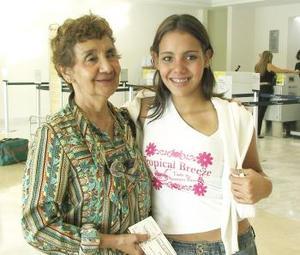Claudia Montellano viajó a la Ciudad de México y fue despedida por Graciela García.