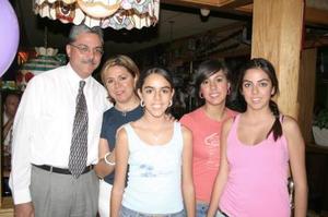 Andrea Galindo festejó su cumpleaños en compañía de Gerardo, Laura, Paulina y Mariana Galindo, quienes disfrutaron de una amena reunión.
