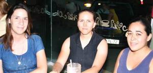 Cassandra Macías, Ivonne Terrazas y Ana Lucía Ruiz.