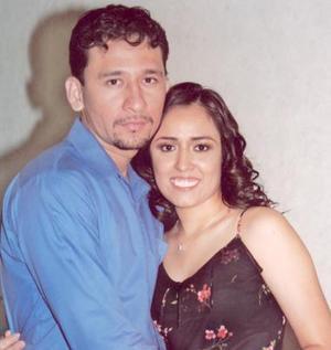 <u><i> 14 Agosto de 2004 </u></i><p>  Amador Aguilera y claudia Myriam Hernández.