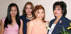 Gabriela en compañía de María José Campero, Nelly de Peralta y Nena de Campero.