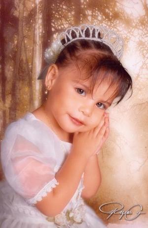 Niña Seida Anay del Río Luján, en una fotografía de estudio con motivo de sus tres años de vida.