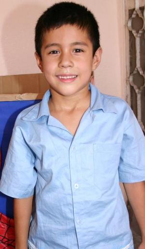 César Eduardo Paniagua Salas cumplió seis años de vida y los festejó, con un divertido convivio infantil.