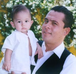 Roberto Ríos Belmares acompañado de su papá, Roberto Ríos Romero, en pasado acto social.