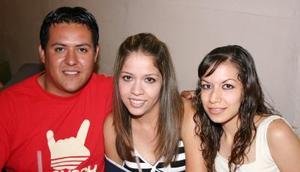 Yessica Triana, Karime Bujama y Salvador Flores.