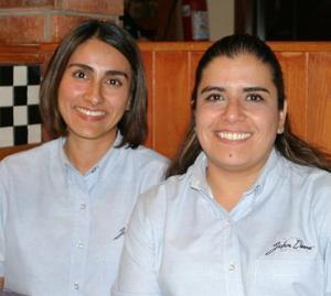 Ana Luz Castillo y Adriana Salazar.