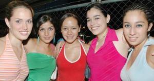 Maryfer Wolff, Sofía Medinilla, Anaís Rincón, Laura Ramírez y Ale Santibañez.