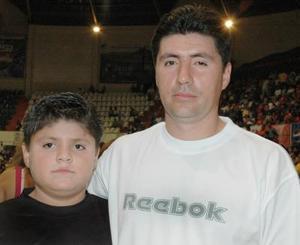 Pedro y Alfonso, captados durante un partido de basquetbol.