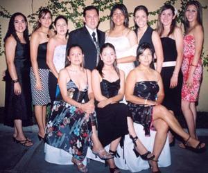 D Valeria , Laura, Miriam, Anilú, Carmen, Eunice, Miriram, Cory  y Ana Luisa, acompañaron a Héctor Cabranes Hamabata y Rocío Rodríguez Pineda el día el día de su boda.