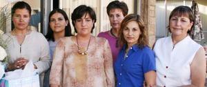 <u><i> 15 de Agosto </u></i><p>  Liliana de Marín en compañía de algunas de las asistentes a la fiesta de canastilla que le ofrecieron por el próximo nacimiento de su bebé.