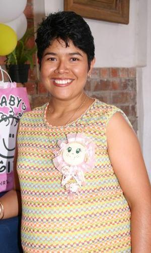 <u><i> 15 de Agosto </i></u><p>  Matilde Herrera López recibió sinceras felicitaciones, en su fiesta de regalos que le ofrecieron.