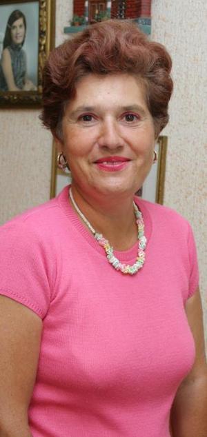 Yolanda Fernández de Balboa festejó su sumpleaños, con un grato convivio al que asistieron familiares y amigos para feliccitarla.