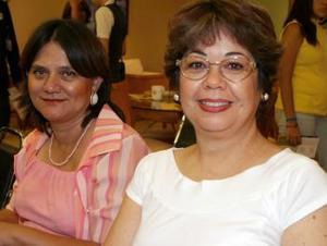 Lupita de Lara y Paty de Serna.