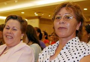 Manvila Santos y Ofelia Ortega de Pérez.