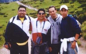 Luis Alberto López, Gerardo Ramos, Juan Carlos Lujan Chacón y José Macías Ramírez, captados en los Montes Caparatos de Transilvania.
