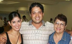 Amy de Mejía, Jorge Mejía y Julia Calderón de Mejía.