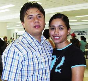 <u><i> 15 de Agosto </u></i><p>   Verónica Pizaña viajó a la Ciudad de México, la despidió Carlos Reyes.