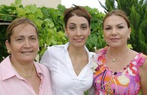 Kenia García en compañía de Elsa Rimada y Georgina Solís.
