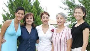Mónica Calderón, Karla Quintanilla, Socorro Rimada y Coquis Calderón felicitaron a Kenia García por su próxima boda.