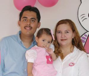 <u><i> 17 de Agosto</u></i><p>  Stephany Paola López Aldana en compañía de sus papás, Julio César López González y Paola Aldana Torres, quienes le ofrecieron una agradable merienda con motivo de primer año de vida.