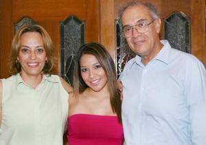 <u><i> 16 de Agosto </u></i><p>  Charlotte Rodríguez Izaguirre fue despedida con una reunión que le ofrecieron sus papás, Francisco y Charlotte Rodríguez, por su viaje de estudios a Kelouuna, Canadá.