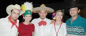 <u><i> 16 de Agosto </u></i><p>  Con una fiesta estilo mexicana despidieron a Bárbara Silva por su próximo viaje  de estudios a Nueva York, el convivio fue organizado por sus papás, Fernando Silva y Rebeca de Silva, y por Rogelio y Fernando Silva Pérez.