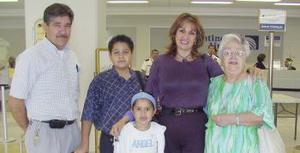 Anabelina Duarte, Domit y Navile abraham viajaron a Ciudad del Carmen y Javier Duarte.