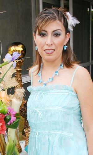 Liliana Rodríguez Canales, captada en la despedida de soltera que le ofrecieron por su cercano enlace.