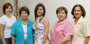Magda Bernal Flores disfrutó de la despedida de soltera que le organizaron su mamá y sus tías, con motivo de su cercano matrimonio con Roberto Hurtado Leyer.