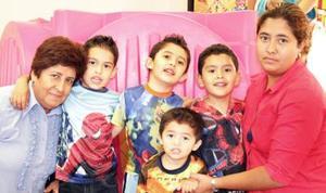 <u><i> 18 de Agosto</u></i><p>  Los niños Alejandro González y José Antonio Zavala González, llegaron de Chicago, Ilinois y por tal motivo  sus familiares les ofrecieron una fiesta de bienvenida.