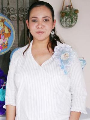 <u><i> 18 de Agosto </i></u><p>  Liliana Guadalupe García de Ríos recibió numerosos obsequios, en la fiesta de canastilla que le ofrecieron en honor del bebé que espera.
