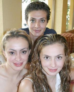 Gaby, Valeria y Marlene Daccarett.