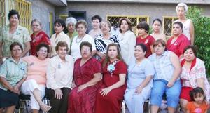 <u><i> 19 de Agosto </u></i><p>   Yolanda Martínez de Enriquez, acompañada de algunas asistentes a su fiesta de regalos